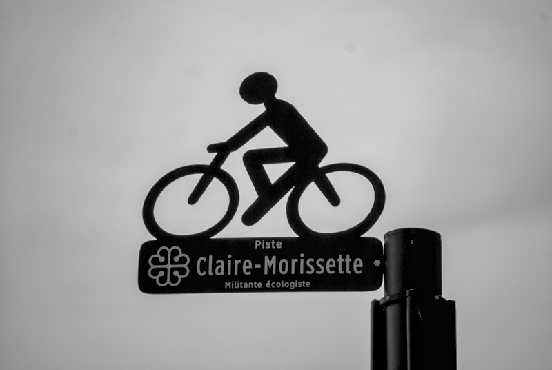 Bike path signs on blvd de Maisonneuve