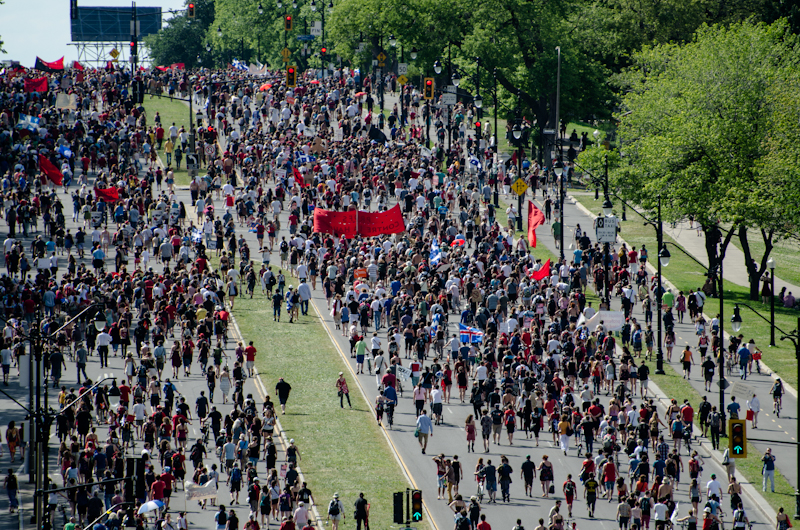 Marching toward Parc Jeanne-Mance