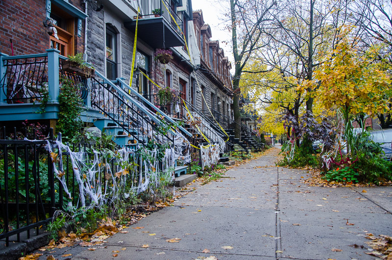 Home Halloween decorations on Le Plateau