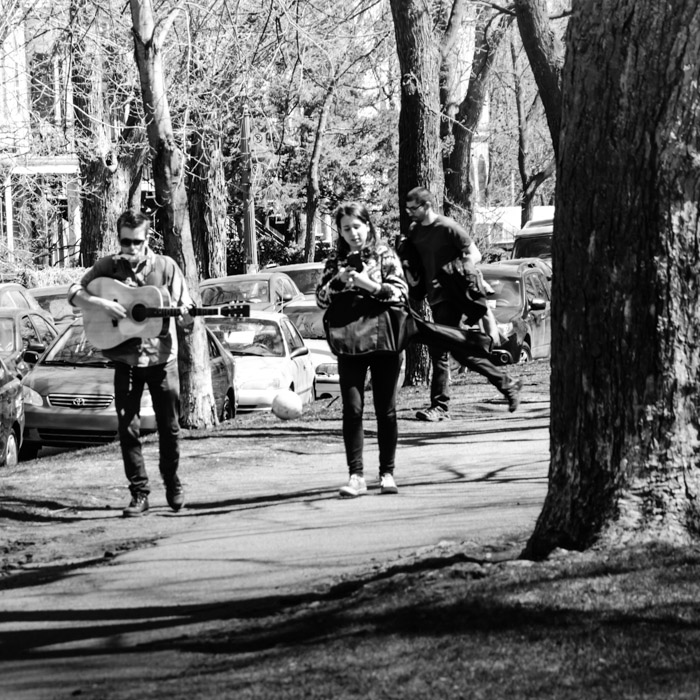 Walking one man band in Parc Jeanne-Mance