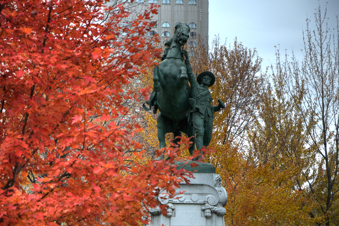 10 Montreal Autumn photo locations - #8: Dorchester Square